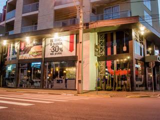 Iscool Bar Bares e clubes industriais por HOME Arquitetura Industrial