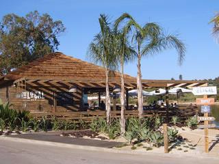 The Shack - Lake Bar por Essencia Architects Rústico