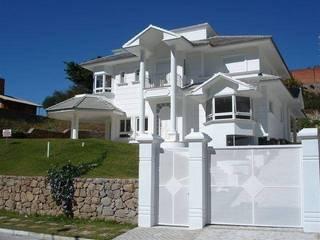 Casa Branca Florianópolis: Casas clássicas por Éfeso Arquitetura & Construção