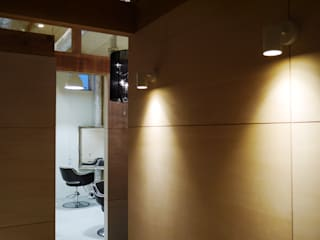 Industrial style dressing room by 風景のある家.LLC Industrial