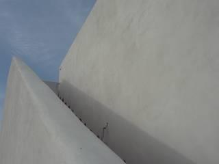 Vivienda unifamiliar aisldada Rimolo & Grosso, arquitectos Casas de estilo mediterráneo Ladrillos Blanco