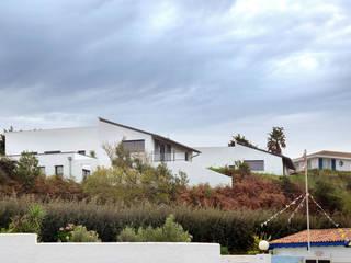 Projet de 3 villas de 100m² environ chacune, et d'un atelier de peintre de  25m² à Acotz, à Saint-Jean-de-Luz.:  de style  par Rodde Aragües Architectes
