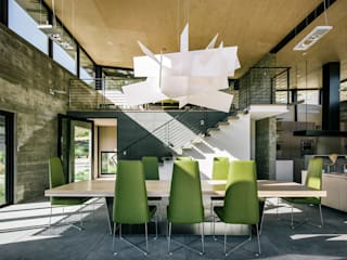 Butterfly House:  Dining room by Feldman Architecture
