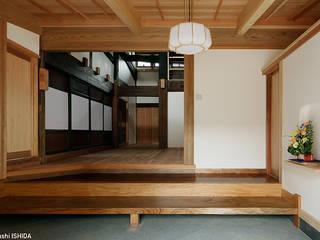 tdi 古民家 現地再生 クラシカルスタイルの 玄関&廊下&階段 の 西本建築事務所 一級建築士事務所 クラシック