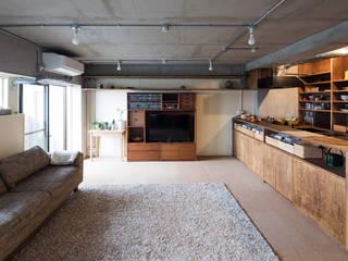 吉田裕一建築設計事務所 Minimalist living room Wood Beige