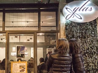 presso Ylas Creperie, via Luigi Guercio, ph Cristina Santonicola:  in stile  di valentina cirillo architetto