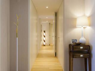 Traço Magenta - Design de Interiores Corridor, hallway & stairsAccessories & decoration