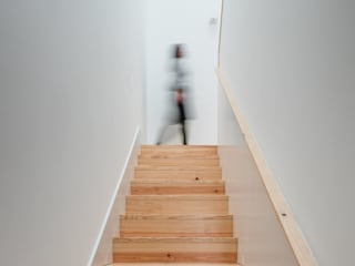 Koridor dan lorong oleh Pedro Ferreira Architecture Studio Lda, Minimalis