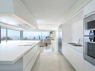 MORADIA ESTORIL Cozinhas modernas por fernando piçarra fotografia Moderno