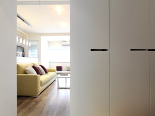 Living room by 直譯空間設計有限公司, Modern