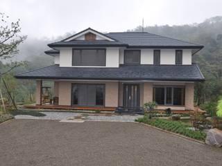 Casas estilo moderno: ideas, arquitectura e imágenes de 翔霖營造有限公司 Moderno