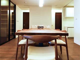 Comedores de estilo minimalista de 直譯空間設計有限公司 Minimalista