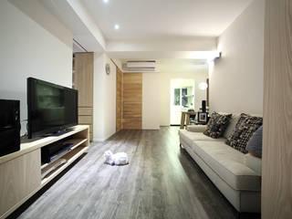 Living room by 直譯空間設計有限公司, Minimalist