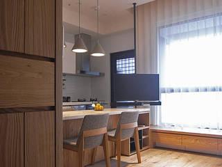 Living room by 直譯空間設計有限公司