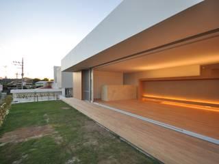 NKMR-HOUSE モダンな庭 の 門一級建築士事務所 モダン