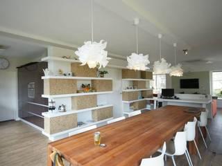 renovatie woonkamer: modern  door KleurInKleur interieur & architectuur, Modern