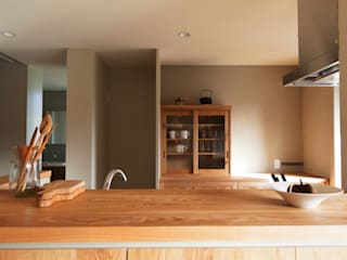 HOUSE IN CHIYOGAOKA Mimasis Design/ミメイシス デザイン Modern kitchen Wood Wood effect
