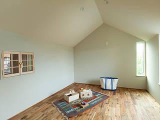 HOUSE IN CHIYOGAOKA 모던스타일 아이방 by Mimasis Design/ミメイシス デザイン 모던 우드 우드 그레인