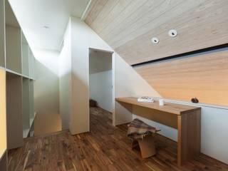 HOUSE IN CHIYOGAOKA 모던스타일 미디어 룸 by Mimasis Design/ミメイシス デザイン 모던 우드 우드 그레인