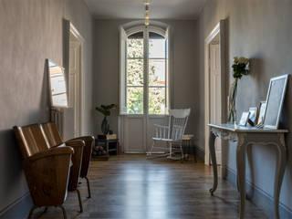 Koridor & Tangga Gaya Eklektik Oleh Melissa Giacchi Architetto d'Interni Eklektik