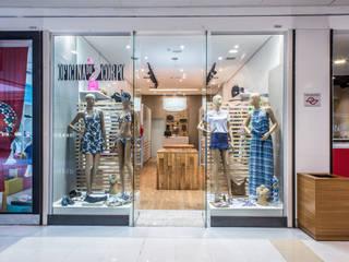 Fachada Loja de Shopping: Lojas e imóveis comerciais  por Andresa Jessita