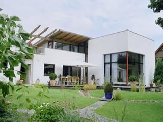 Südansicht. Modernes Wohnhaus im Bauhausstil :  Häuser von Architekt Witte