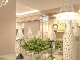 Reforma de um apartamento: Sala de jantar  por Dani Rabello - Arquitetura e Interiores,