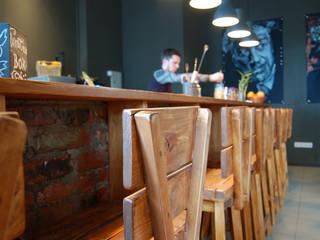 Эко бар Территория правильнх напитков Бары и клубы в стиле лофт от Yana Ryabchenko Лофт