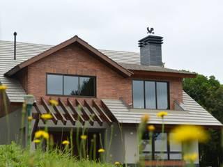 Residência R.M.:   por Sakaguti Arquitetos Associados