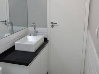 Capote Valente Banheiros minimalistas por Marina Scacchetti Arquitetura e Interiores Minimalista