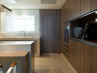 Apartamento De Verão : Cozinhas  por Renata Basques Arquitetura e Design de Interiores,Moderno