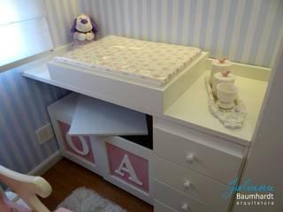 Dormitório bebê - apartamento Partenon: Quarto infantil  por Juliana Baumhardt Arquitetura,Moderno