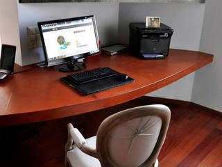 Particolare zona studio: Studio in stile  di mattia frignani