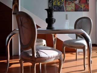 Particolare tavolo riunioni: Studio in stile  di mattia frignani