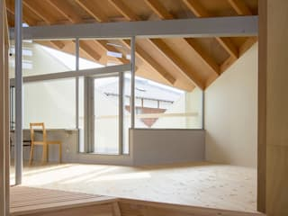 寺田邸: 水野建築事務所が手掛けたリビングです。