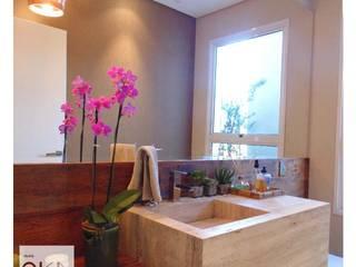Minimalist style bathrooms by Alessandra Orsi - Studio OKA Arquitetura Minimalist
