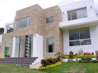 Puertas y ventanas de estilo moderno por KAYROS ARQUITECTURA DISEÑO INTERIOR