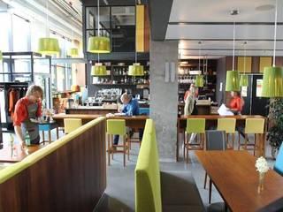 Hôtels modernes par FM ILUMINACION SLU Moderne