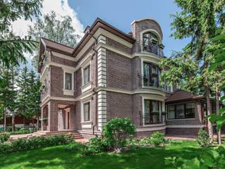 homify Casas de estilo clásico Gris