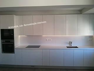 Cozinha branca: Cozinhas  por DCASAIDA