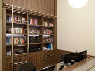 Casa em Curitiba - PR Escritórios modernos por Katalin Stammer Arquitetura e Design Moderno