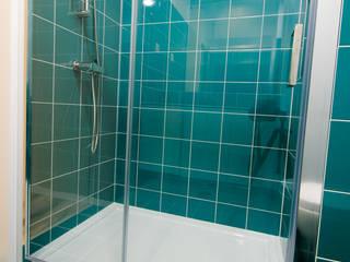 Suite - WC: Casas de banho  por NOVACOBE - Construção e Reabilitação, Lda.