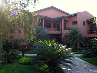 FACHADA: Casas  por VOLF arquitetura & design