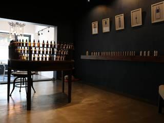 73 Perfumery 클래식스타일 미디어 룸 by Studio 李心田心 스튜디오 이심전심 건축사 사무소 클래식