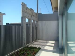 Casa na Lixa _ Felgueiras : Casas modernas por Amadeu Queirós I Arcolinha arquitectura