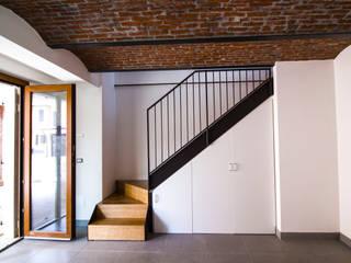 Ingresso : Ingresso & Corridoio in stile  di Lascia la Scia S.a.s.