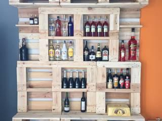 Ufficio magazzino vini: Negozi & Locali commerciali in stile  di Architetto Milena De Fontis
