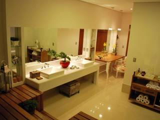 Classic style bathroom by Barros e Zanolini Arquitetura e construção Classic