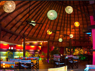 Salle à manger de style  par FRACTAL CORP Arquitectura,