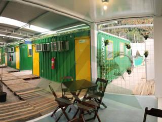 Hosteiner - Albergue em Container Salas de estar modernas por Arktectus Arquitetura Sustentável Moderno